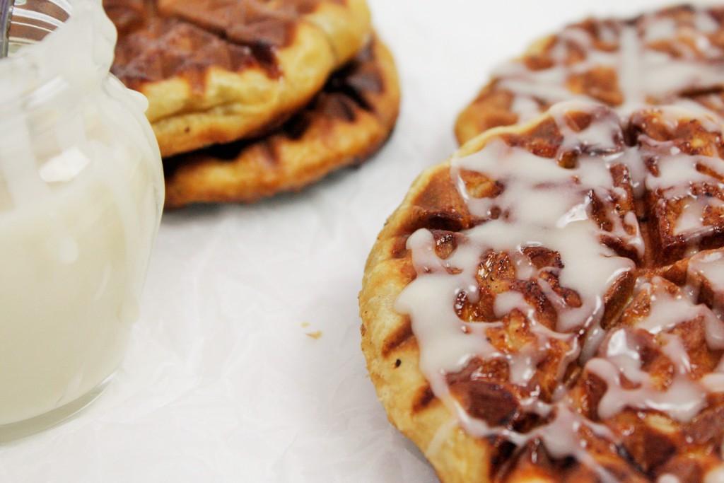 cinnamon roll waffle kanelbulle våfflor delliedelicious