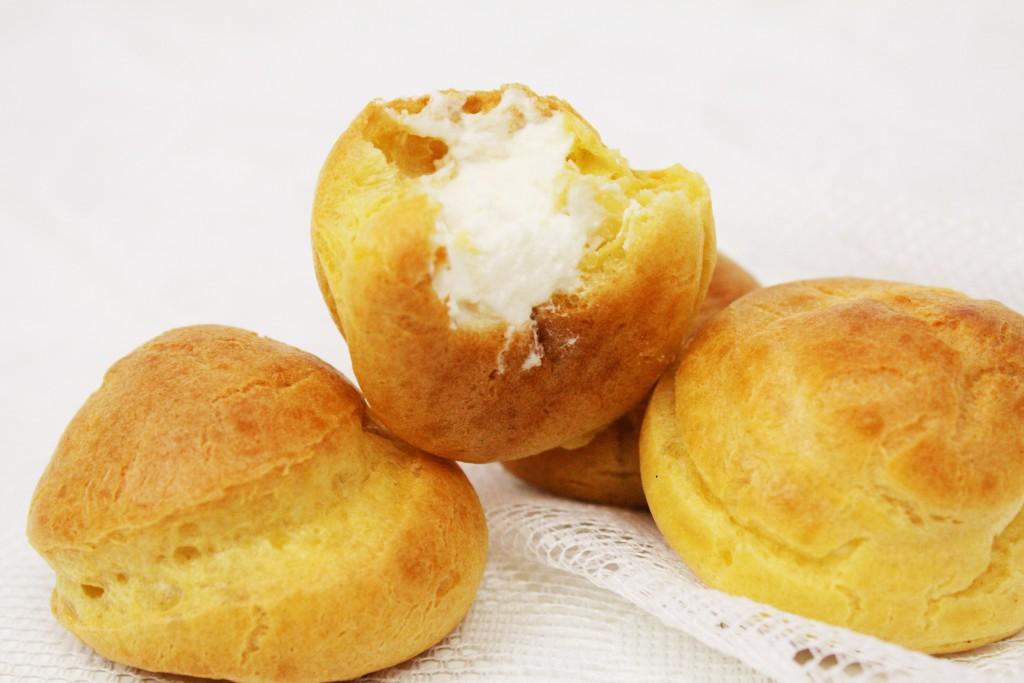 petit choux cream puffs profiteroles delliedelicious