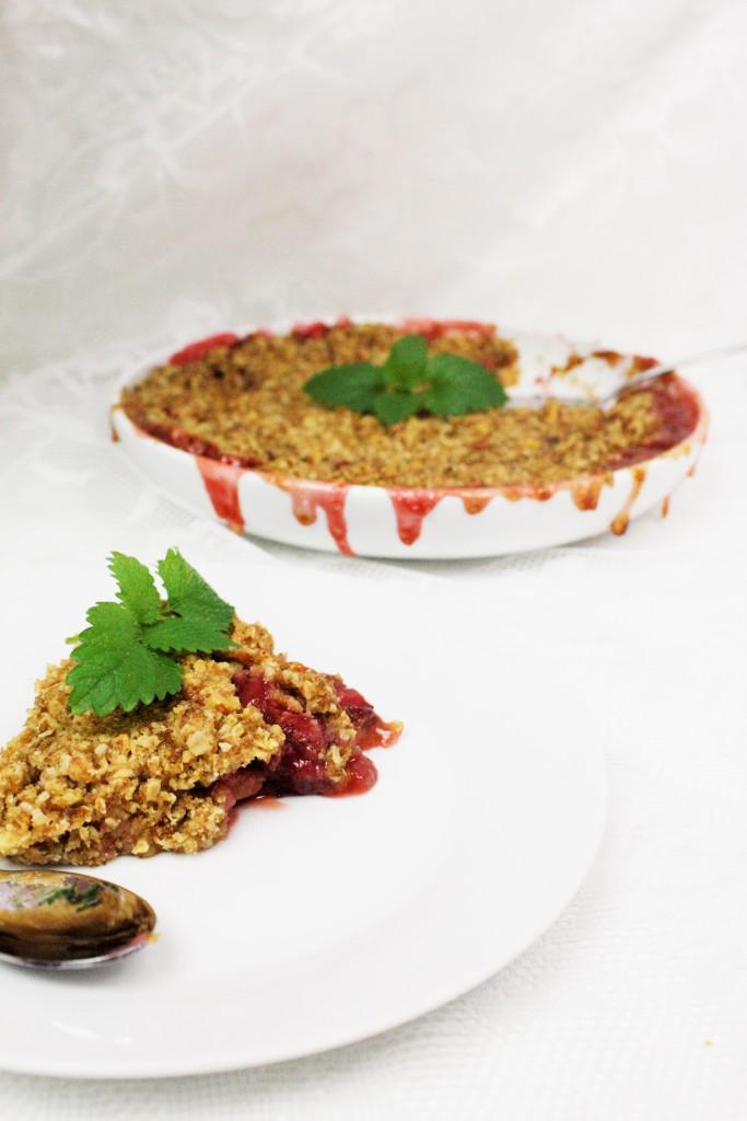 rhubarb strawberry crumble delliedelicious rabarber rabarbra jordgubbar smulpaj smuldrepai
