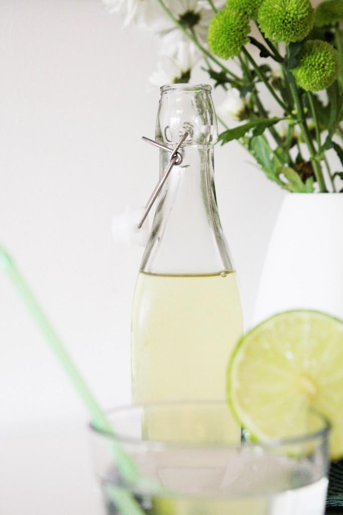elderflower cordial lemonade saft flädersaft fläderbomsaft hylleblomstsaft delliedelicious