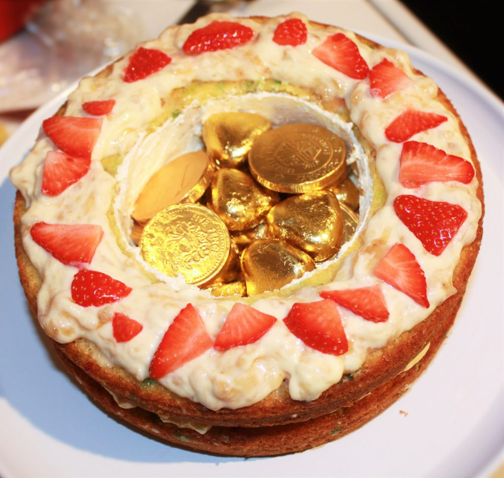 rainbow cake hidden treasure delliedelicious kids birthday party
